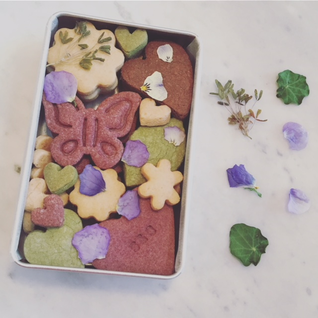3月 クッキーBOX フラワー缶