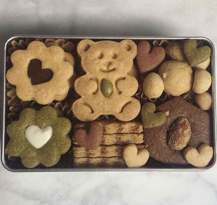 11月のクッキー缶</br>chocolate&nuts box